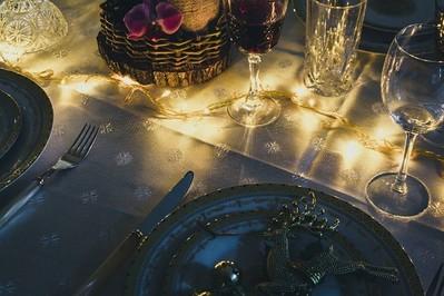 Stół na Wigilię: jakie są tradycje i zasady przygotowania świątecznego stołu?