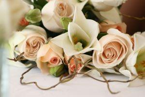 Kwiaty upiększą ceremonię ślubną i wesele